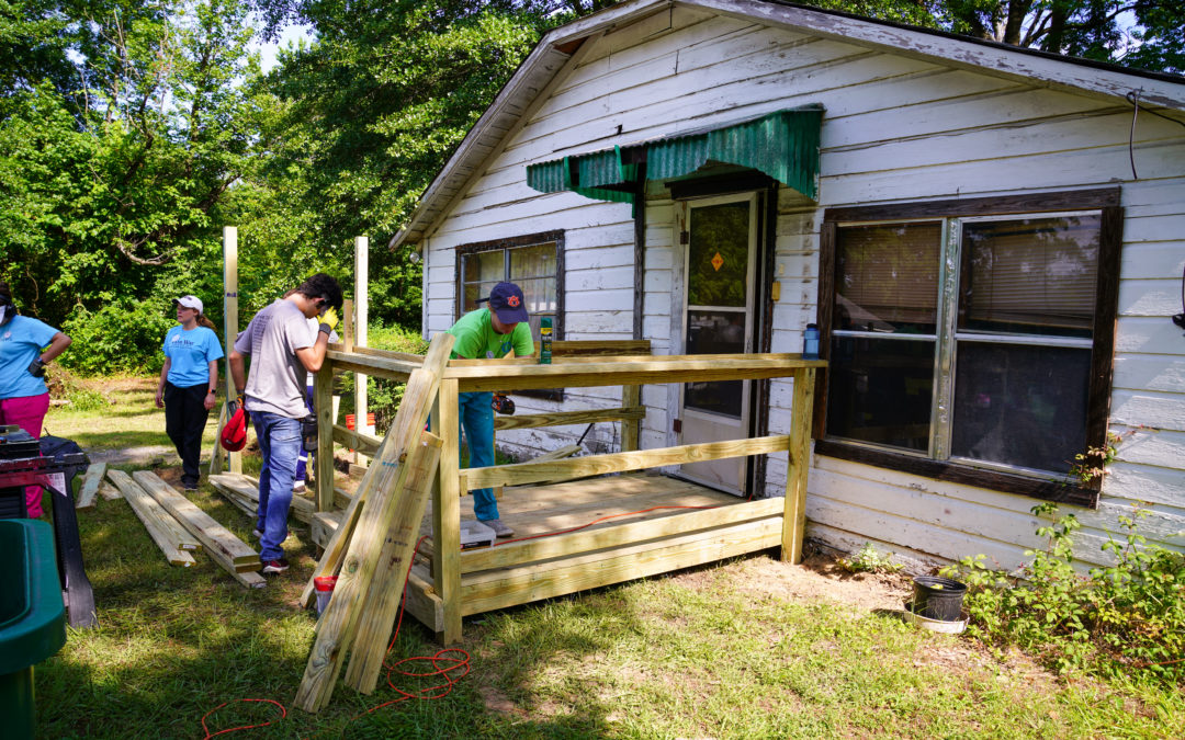 Ozark Mission Project Gets to Work in Pine Bluff