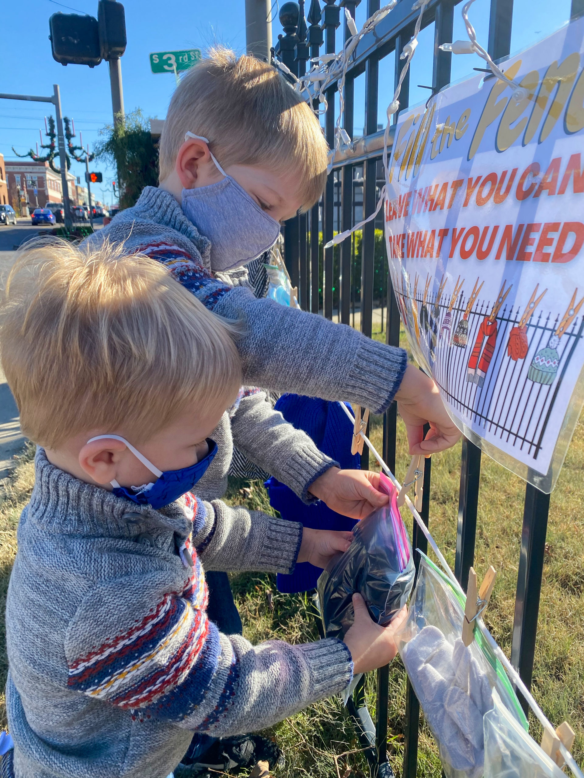 kids fill the fence